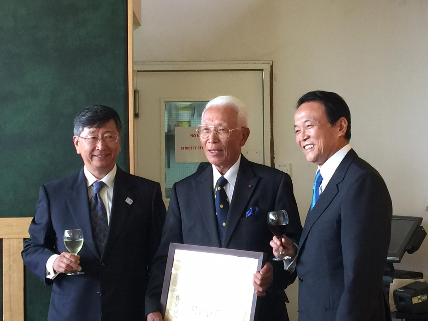 麻生副総理をお迎えして・ヘンドン日本人墓地設立80周年式典
